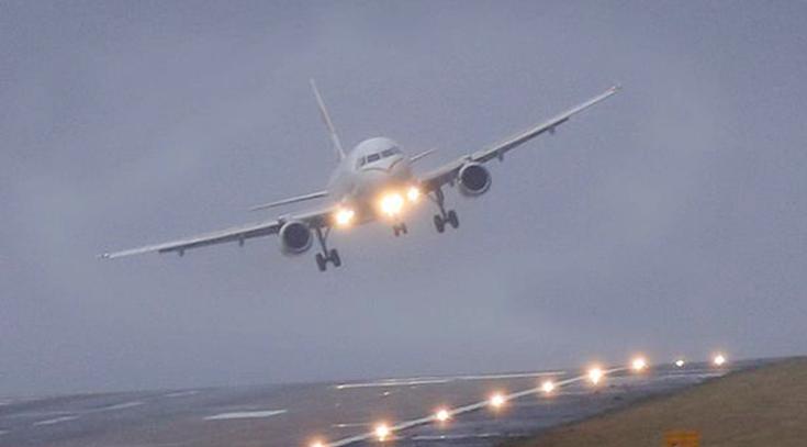 Alasan Lampu Pesawat Dimatikan Saat Take Off Dan Landing