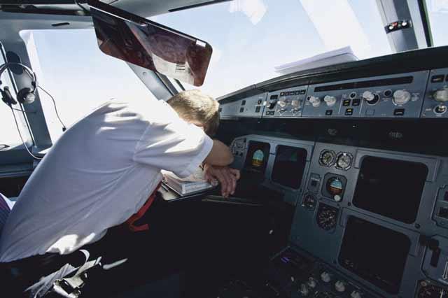 Apakah Pilot Kadang Tidur Saat Penerbangan?